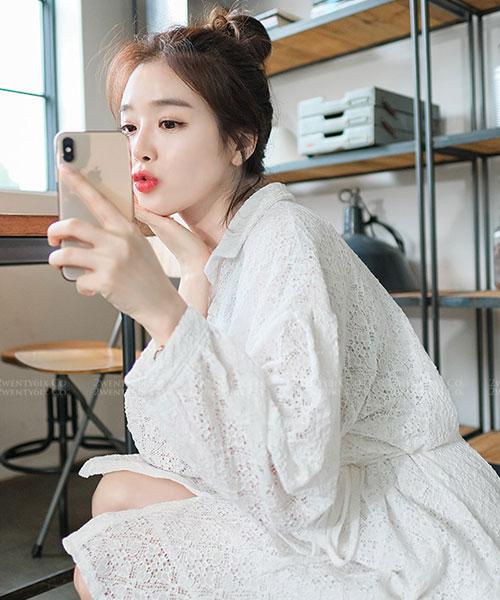★韓系 Angela AE ★ 浪漫優雅 蕾絲雕花透膚袖 翻領綁帶連衣裙 (兩色)