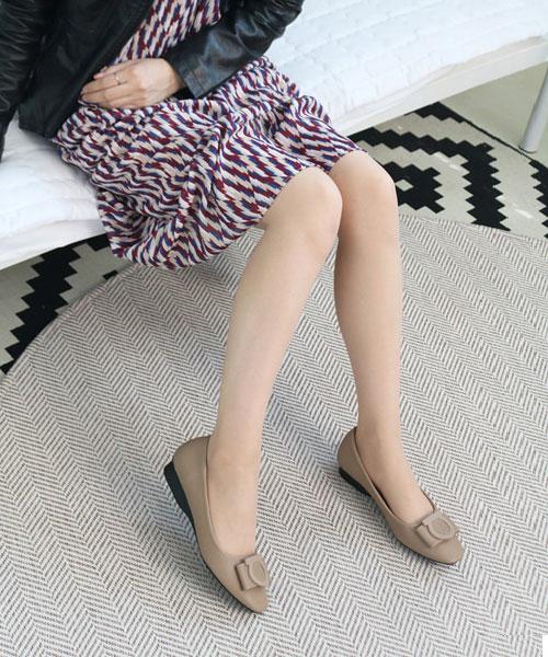 ★正韓 Lindsay Leather ★ 質感真皮 優雅飾扣 平底娃娃鞋 (兩色)