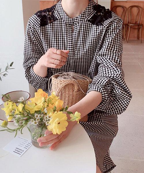 ★正韓 Mires ANN ★ 可愛個性 肩背造型雕花蕾絲 立領連衣裙 (兩色)