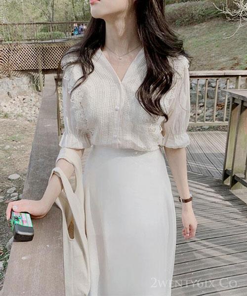 ★正韓 Dolly Lace ★法式優雅 洞洞蕾絲 娃娃袖後綁帶上衣 (兩色)(ML)