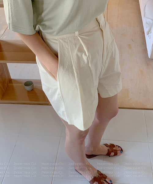 ★ 正韓 TIMTIM ★ 休閒涼爽 簡約舒適 扣式 後鬆緊 皺褶高腰短褲 (三色)