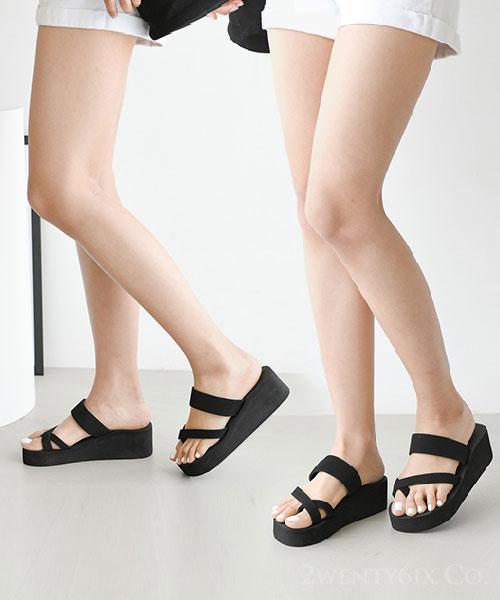 ★ 韓系TAVE ★ 質感柔軟交錯皮革 套趾5cm厚底涼拖鞋