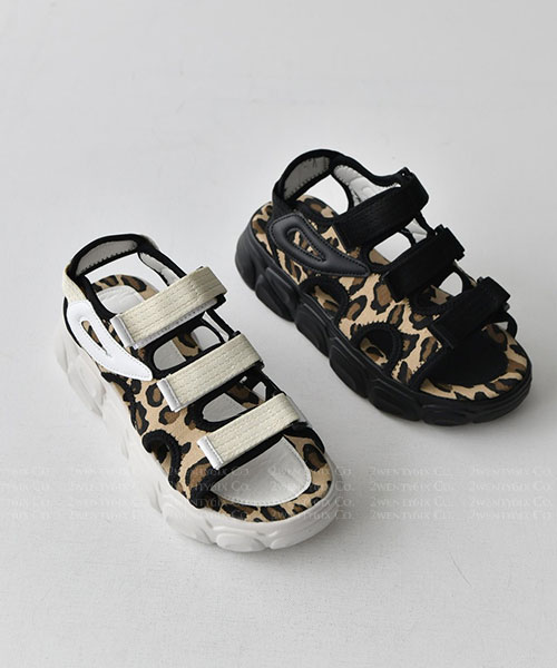 ★ 韓系 LEOTRI ★ 個性休閒造型豹紋 三帶魔術帶厚底涼鞋 (兩色)