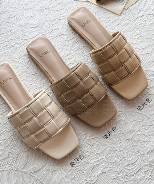 ★ 韓系 LONDON CS ★ 時尚質感 一片式格紋交錯皮革 涼拖鞋 (三色)