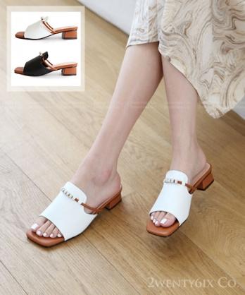 ★ 韓系 WIKI BB 質感皮革 金屬造型飾珠 低跟涼拖鞋 (兩色)