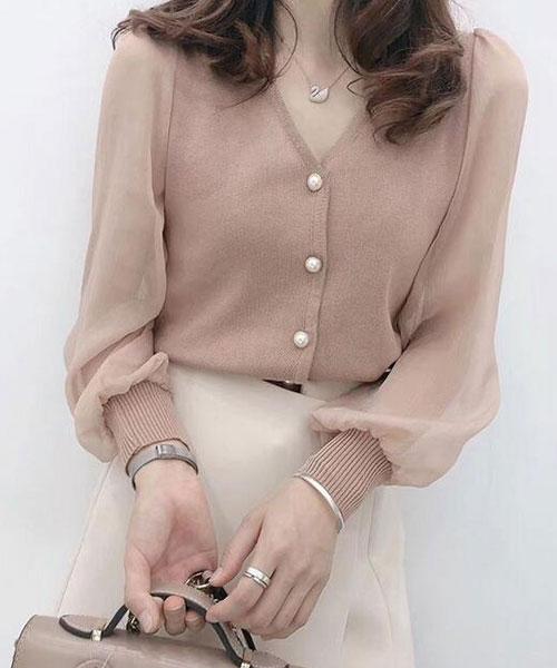 ★ 正韓 Alexis CF ★ 優雅V領珍珠扣 微透膚雪紡袖拼針織上衣 (三色)