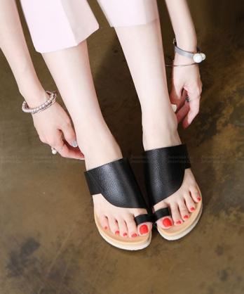 ★ 正韓  TrevorLea ★ 質感舒適天然牛皮 套指4cm厚底涼拖鞋 (兩色)