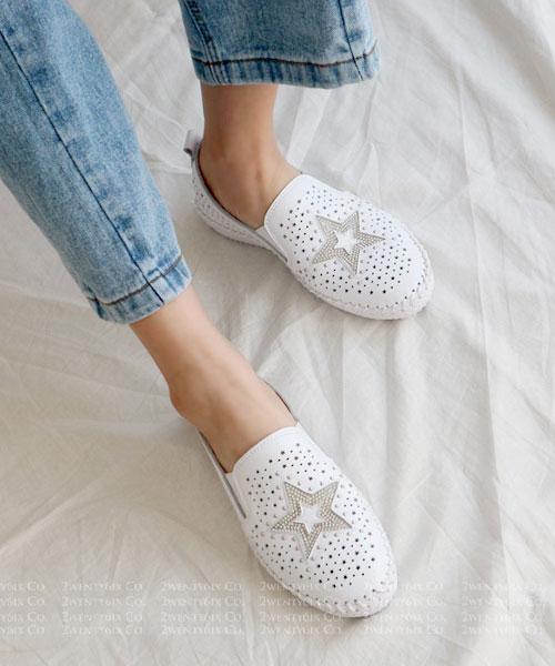 ★ 韓系 YOKO Leather ★ 個性真皮水鑽鉚釘 星星點點沖孔 休閒懶人鞋 (三色)