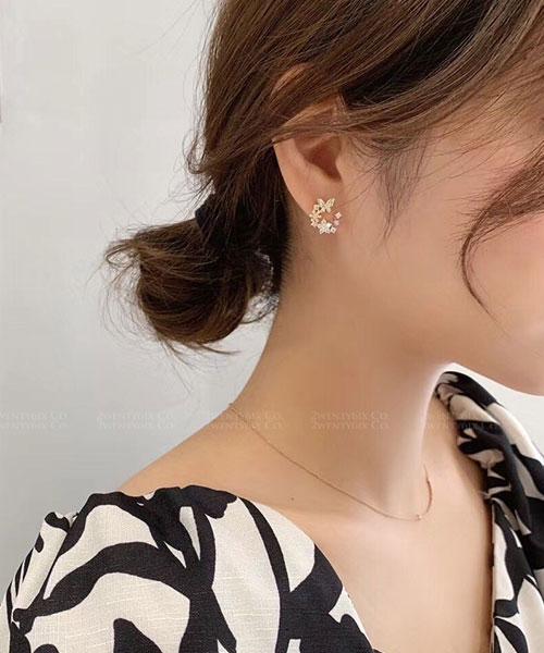 ★ 正韓 Rhine Sara ★ 時尚閃耀 蝴蝶水鑽彩色花圈 耳針耳環