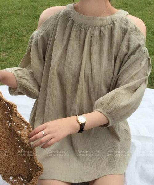 ★ 正韓 SUZZY CK ★氣質自然系女神七分袖露肩上衣 (兩色)