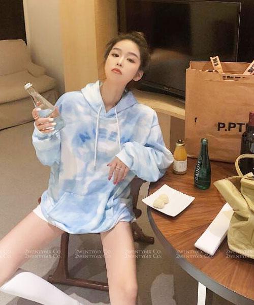 ★ 韓版 SKYBLUE HOOD ★ 休閒個性 天空藍渲染口袋束繩帽T