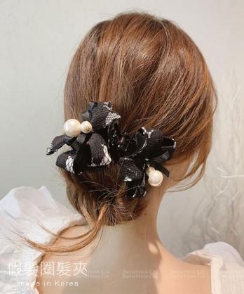 ★ 正韓 SWAN  LCC ★ 時尚個性蕾絲珍珠 假髮圈大髮夾 (兩色)