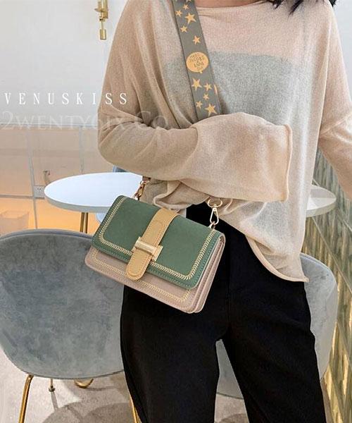 ★ 嚴選 VENUSKISS 品牌★ 時尚撞色皮帶扣飾花漾寬帶斜揹包 (三色)