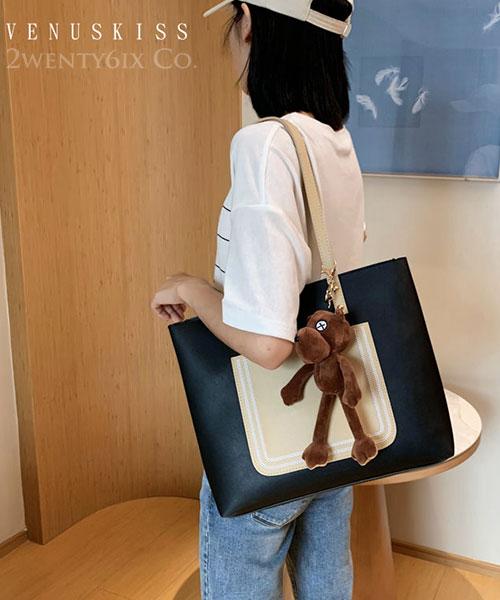 ★ 嚴選 VENUSKISS 品牌★ 簡約撞色熊熊掛飾大容量手提單肩包(附小包)
