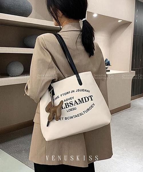 ★ 嚴選 VENUSKISS 品牌★ 簡約歐美風個性印刷 狗狗掛式單肩包(三色)