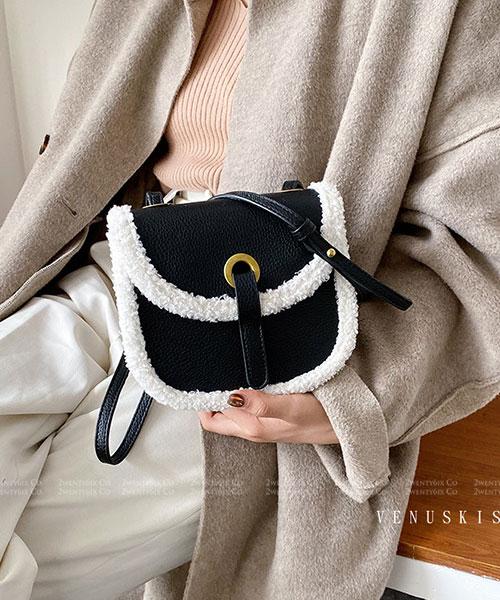 ★ 嚴選 VENUSKISS 品牌★個性羊羔絨 翻蓋磁釦斜揹馬鞍包 (四色)
