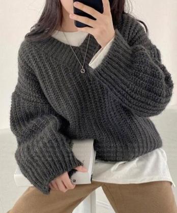 ★ 韓版 SUMSUM ★  個性休閒 柔美寬鬆V領針織上衣 (四色)