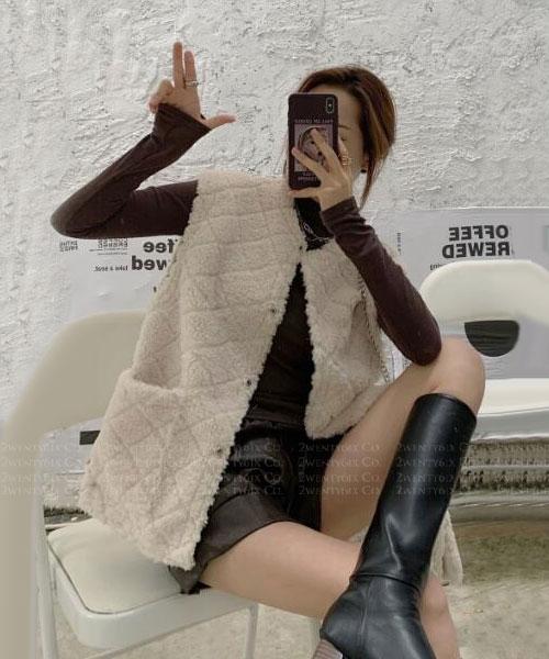 ★ 韓版 Carlisle VS ★  時尚可愛 無領 口袋 棉絨排釦背心 (兩色)