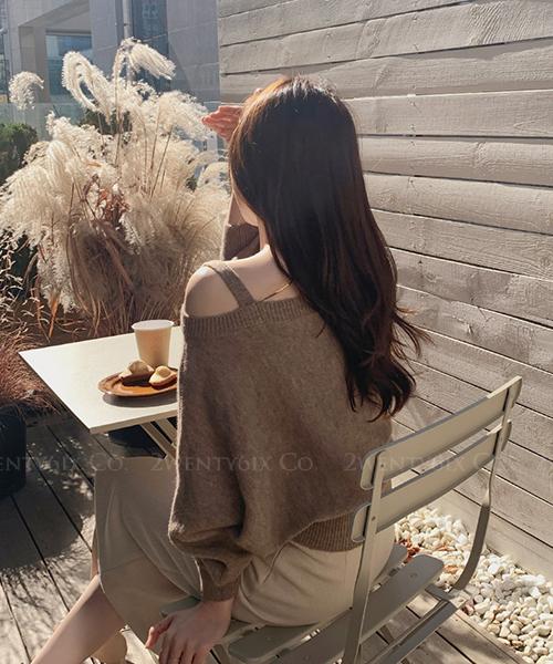 ★ 韓系 Alex Knit ★ 半肩吊帶顯瘦大圓領 縮口下擺 針織上衣 (兩色)