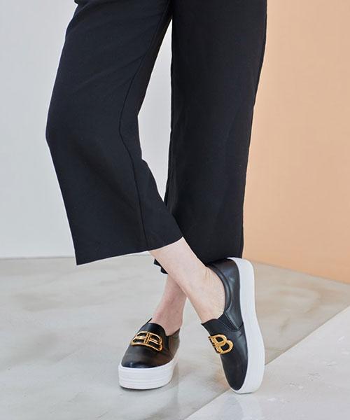 ★ 正韓 BONWAY ★ 個性簡約 質感金屬飾釦 4cm鬆糕厚底懶人鞋 (兩色)