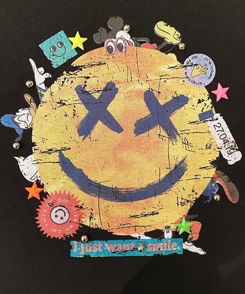★ 正韓 HOLIC SMILE ★ 休閒可愛壞壞微笑鉚釘印刷  修身顯瘦T恤 (三色)