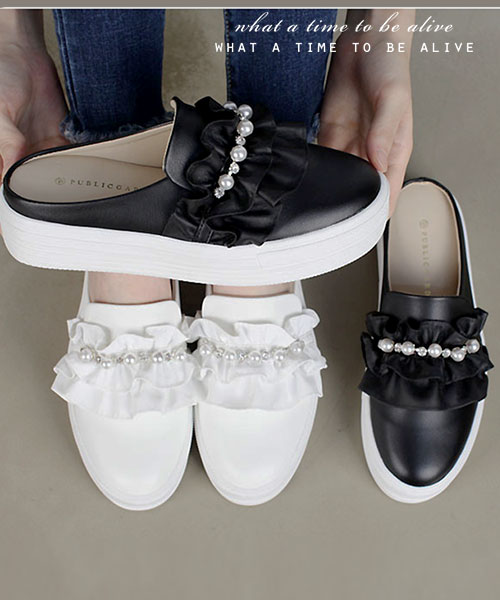 ★ 正韓  FANNY PEARLS ★ 時尚珍珠水鑽 皮革捲花 4cm厚底 半拖鞋 (兩色)