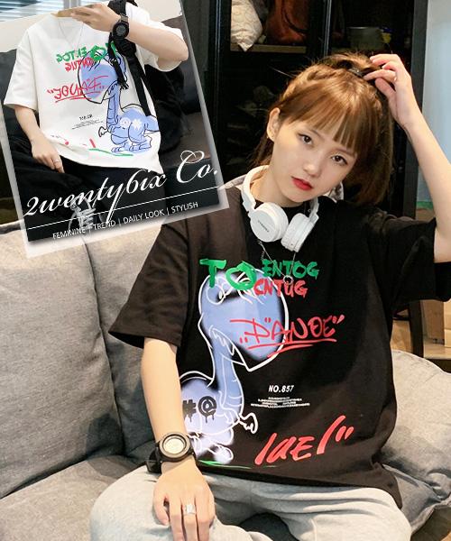 ★ 韓版 AGNS LAE ★ 超萌INS爆紅學院風 可愛恐龍字母印刷 T恤 (三色/M~2XL)