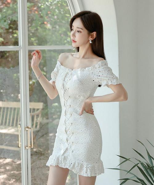 ★ 韓版 Amber WHITE ★浪漫優雅蕾絲  交錯綁帶 一字領包臀連衣裙 (兩色)